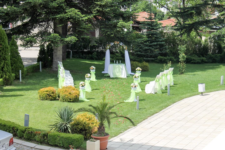 Garden for wedding receptions